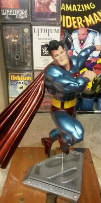 Frank_Miller_Superman_statue_Repair_019