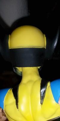 Wolverine_statue_Repair_012
